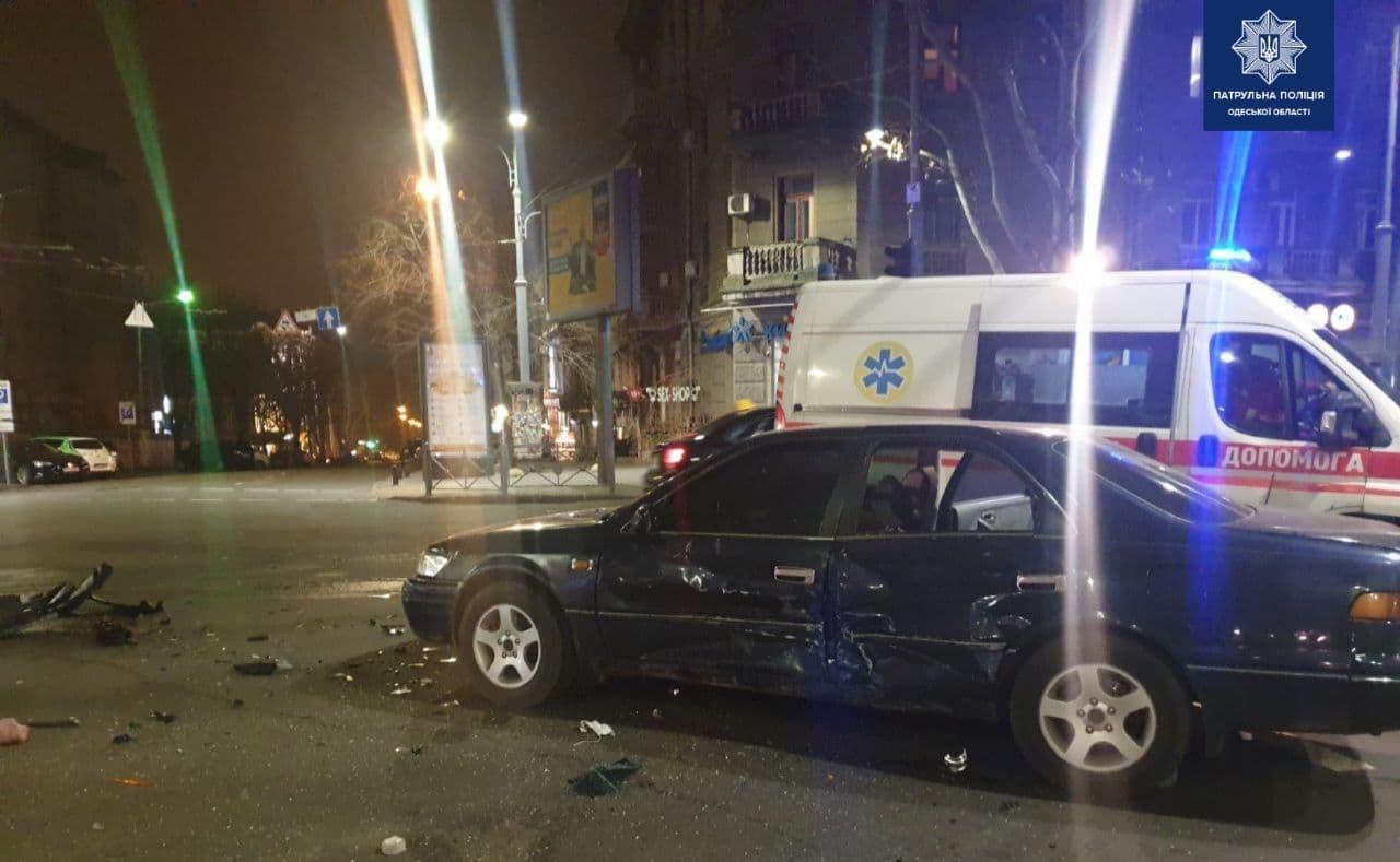 В центре Одессы в аварии пострадала пассажирка авто «фото»