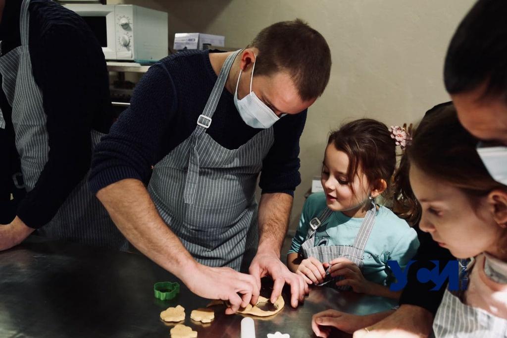 ТатоХАБ: в Одессе папы готовили с детьми имбирные печенья к Новому году (фото) «фото»