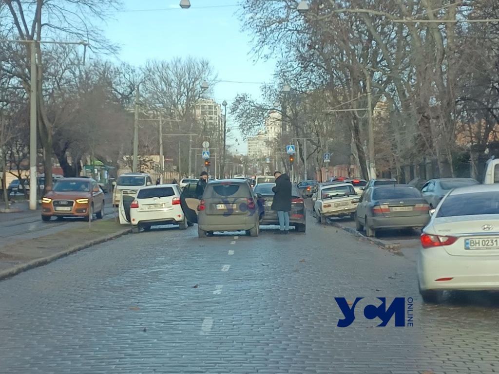 На Французском бульваре авария: перекрыты обе полосы движения (фото) «фото»