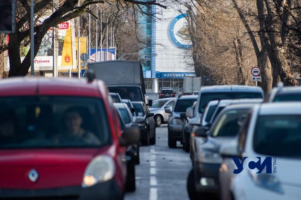 Одесские дороги сковали предновогодние пробки «фото»