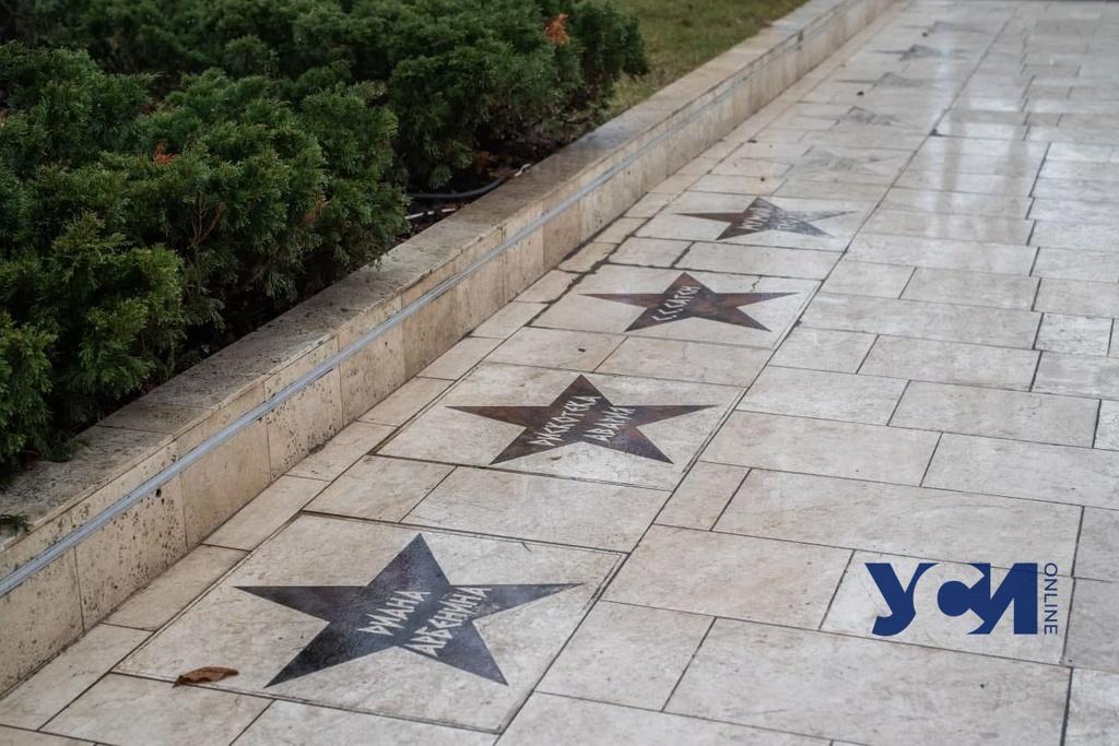 На «аллее звезд» в Аркадии увековечены запрещенные российские артисты (фото) «фото»
