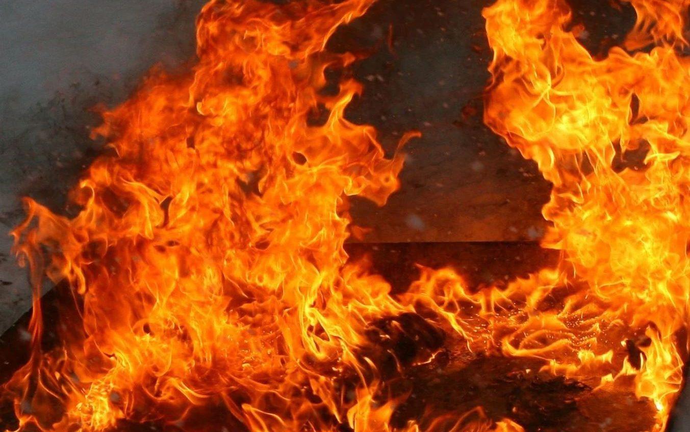 На Слободке горело заброшенное здание «фото»