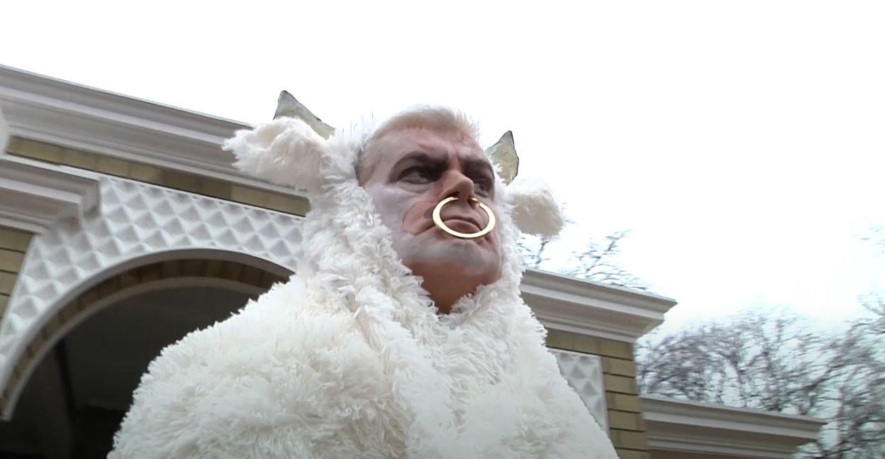 Год Быка: директор Одесского зоопарка снял клип на новую песню (видео) «фото»