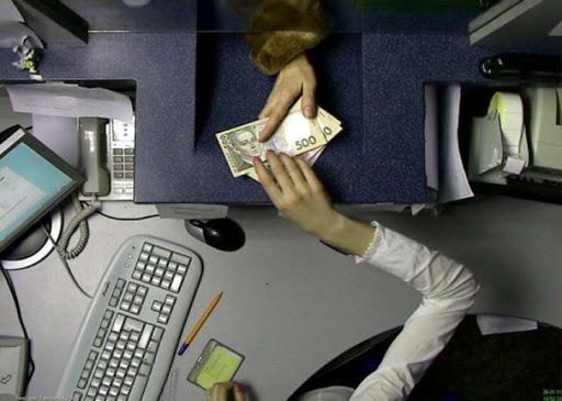 Кассиршу банка, возместившую присвоенные деньги, все равно будут судить «фото»