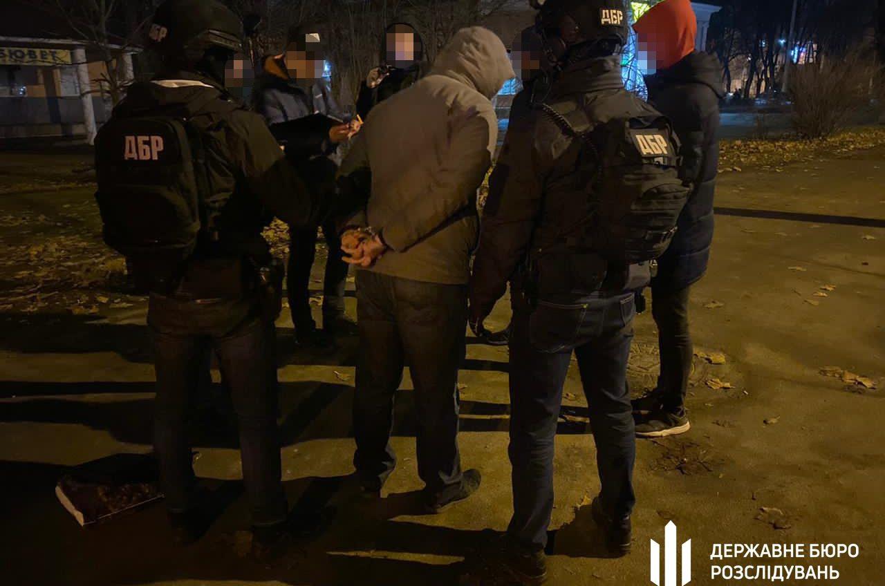 Одесский таможенник требовал взятку за растаможку автомобилей (фото) «фото»