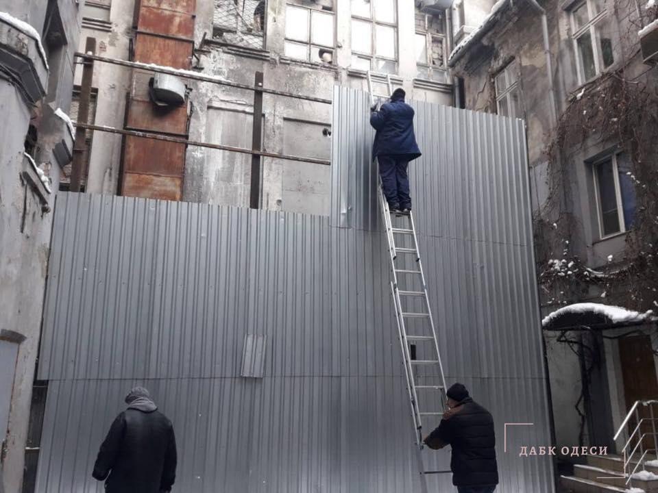 Первый пошел: ГАСК демонтировал нахалстрой на Екатерининской (фото) «фото»