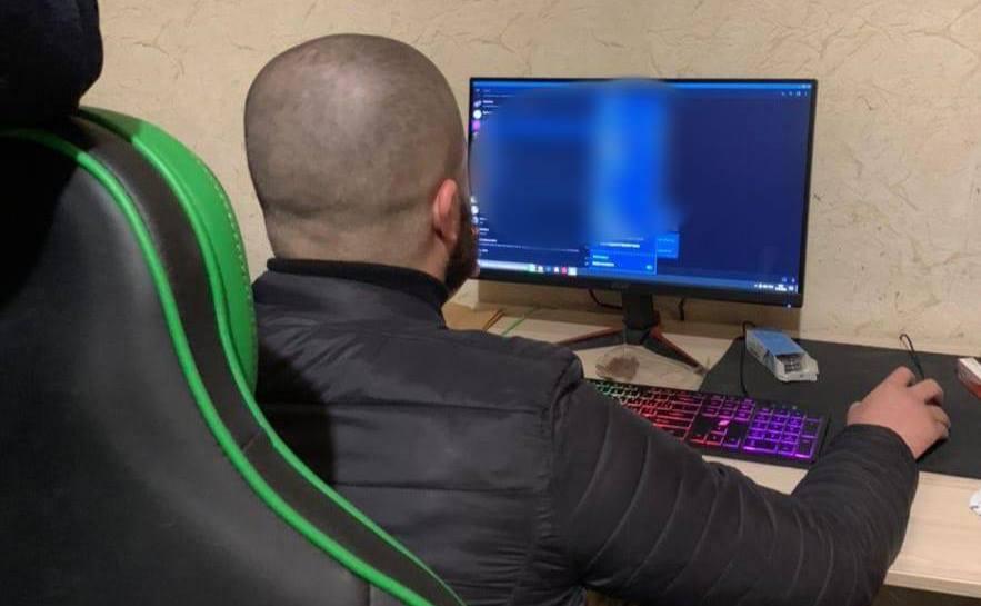 В Одессе задержали хакера, который крал и перепродавал почтовые аккаунты (фото) «фото»