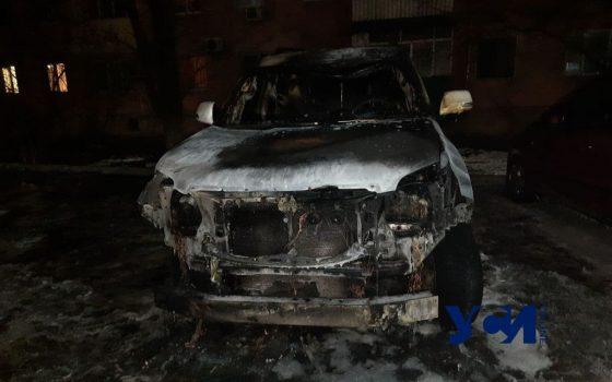 В Черноморске сожгли вторую машину семьи депутата там же, где и первую (фото, видео) «фото»