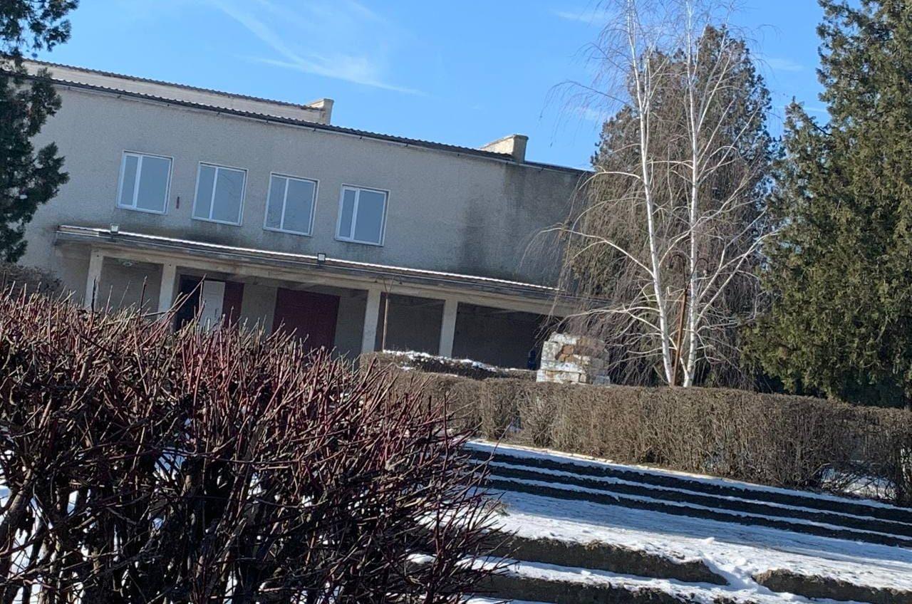 В селе под Одессой демонтировали «золотой» памятник Ленину «фото»