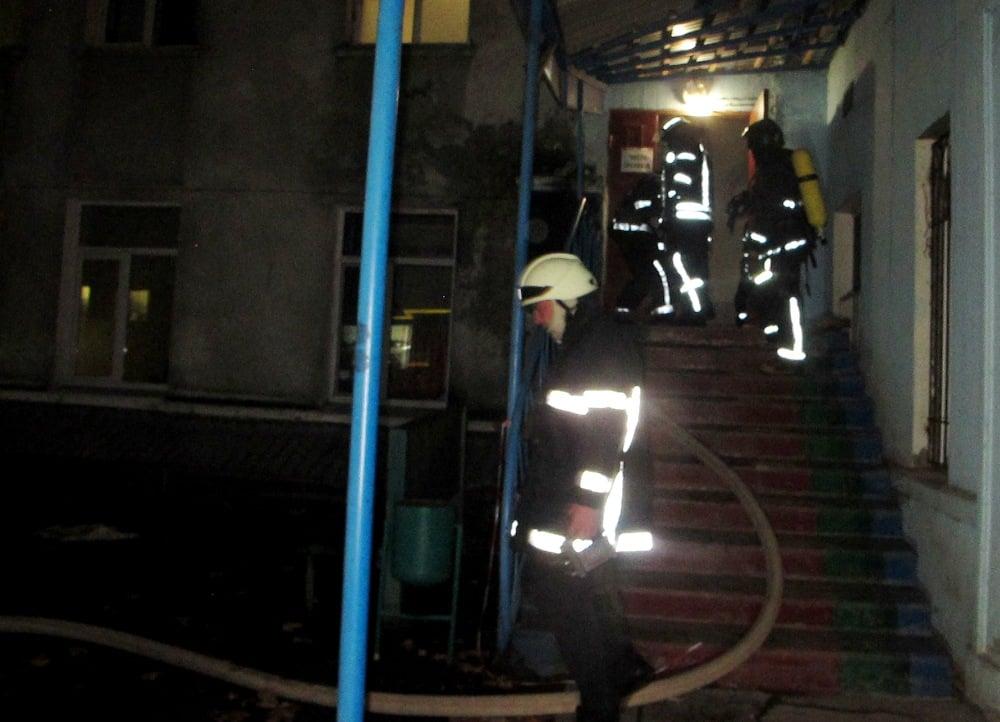 На рассвете в Одессе тушили больницу водников (фото) «фото»
