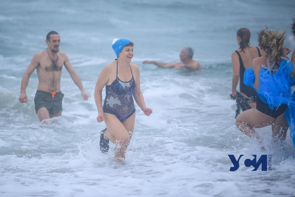 Волны и туман: одесские «моржи» вышли на первый заплыв в 2021 (фото) «фото»