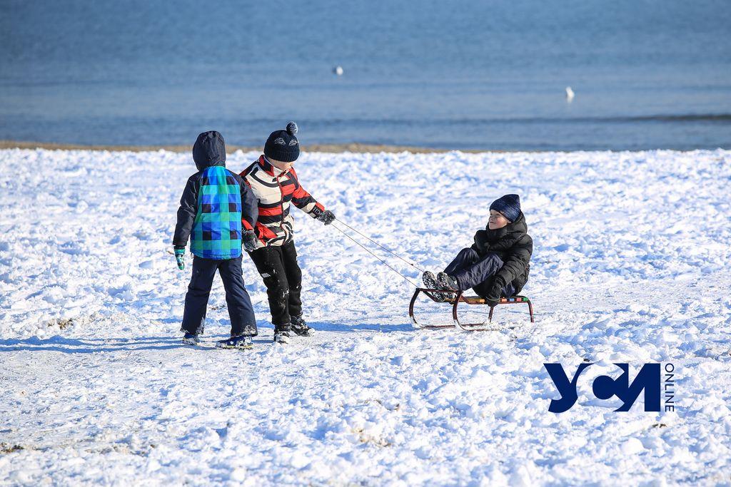 Лузановка, солнце и много людей: одесситы выбрались на море «как летом» (фото) «фото»