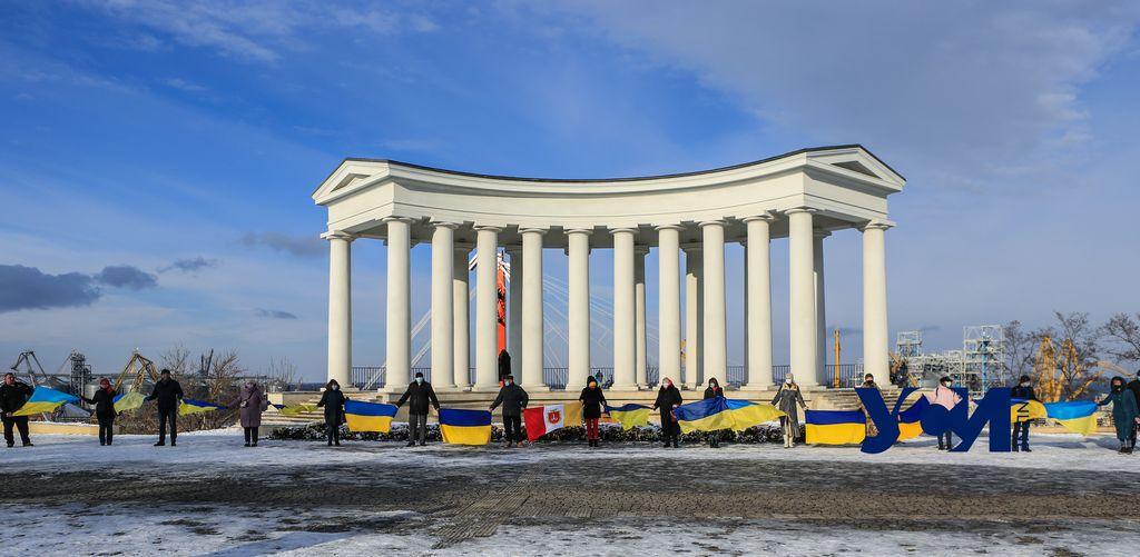 Одесситы приняли участие в видео-флешмобе ко Дню Соборности Украины (фото) «фото»