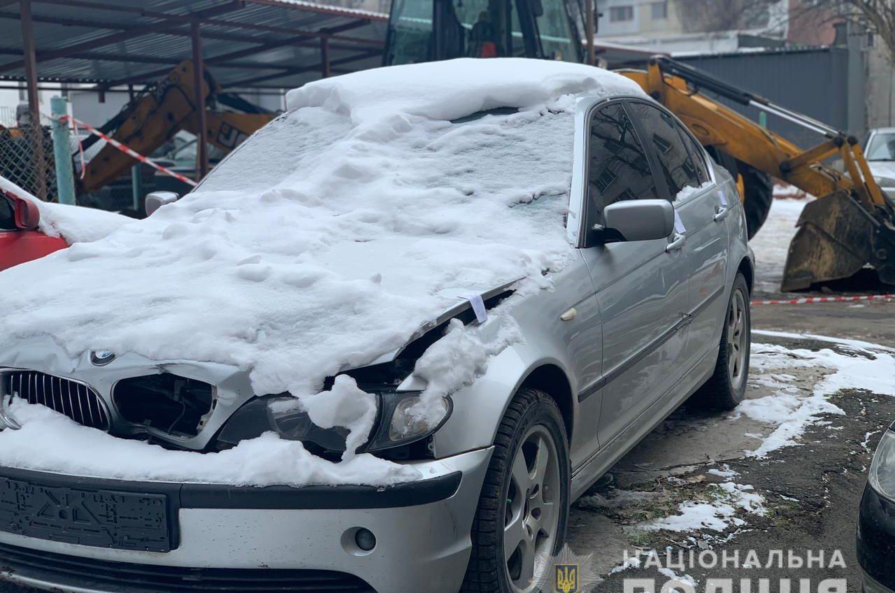 Одессит присмотрел «брошенный» автомобиль и вывез его эвакуатором «фото»