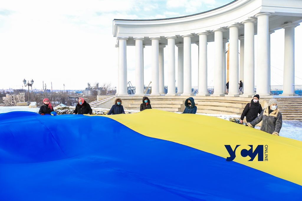 День Соборности в Одессе: артисты театра и патриоты поздравили горожан (видео, фото) «фото»