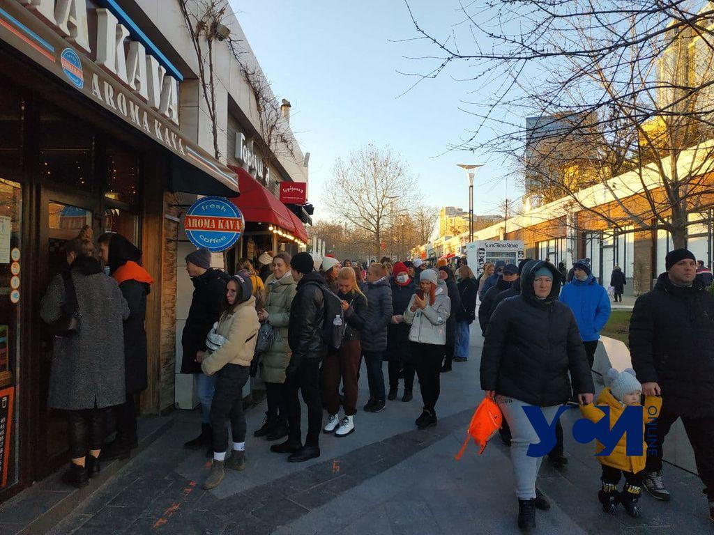 Локдаун в Аркадии: толпы людей и еда на вынос (фото) «фото»