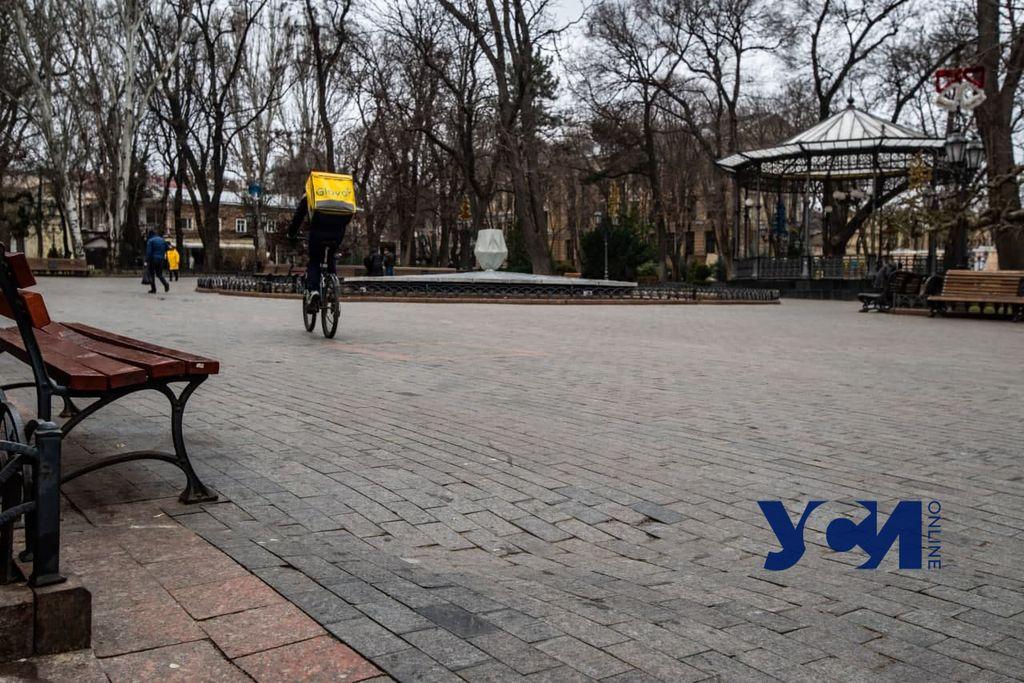 Плитка в Горсаду Одессы продолжает разрушаться (фото) «фото»
