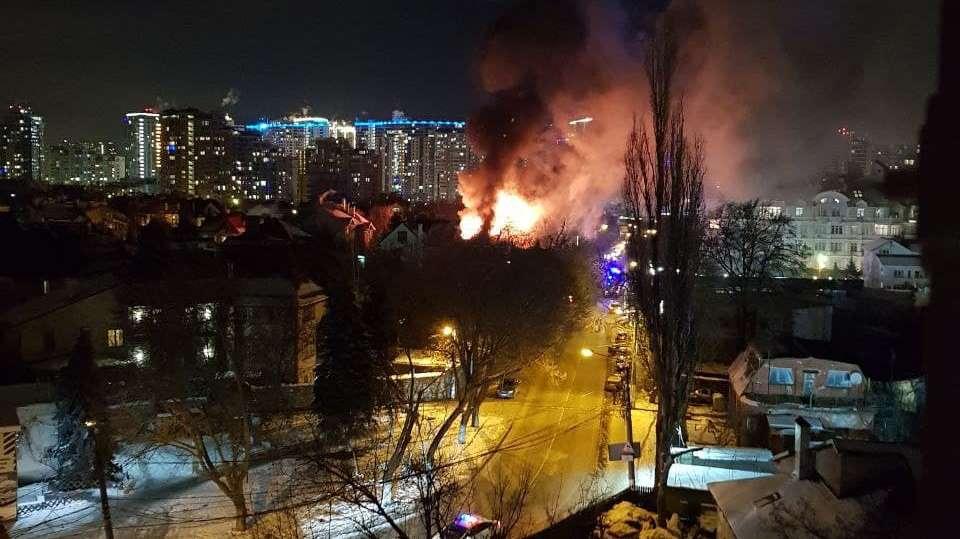 На Посмитного загорелась гостиница: есть погибшие (фото, видео) ОБНОВЛЯЕТСЯ «фото»