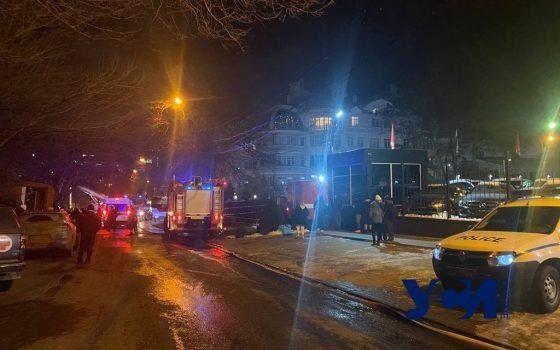 Постояльцев из горевшего в Одессе отеля переселили «фото»