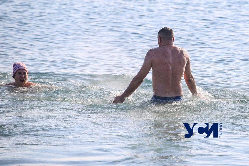 Мороз и солнце: одесситы массово вышли на крещенские купания (фото) «фото»
