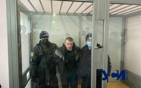 Обвиняемый в убийстве Даши Лукьяненко порезал себе в суде горло (фото) Обновляется «фото»