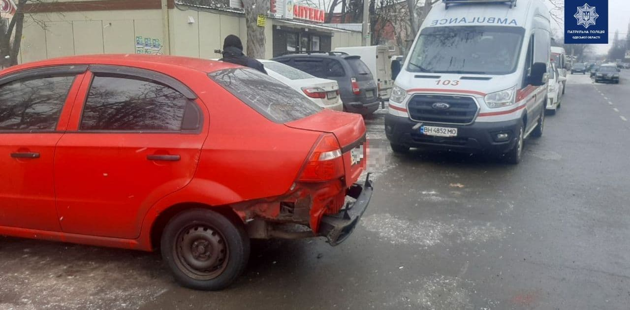На Таирова автомобиль сбил пенсионера «фото»