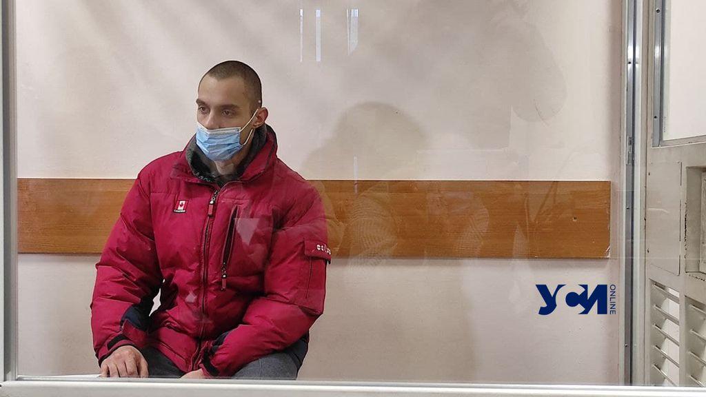Убийцу, гулявшего по Одессе с отрубленной головой отца, отправили на 2 месяца в СИЗО (фото, видео) «фото»