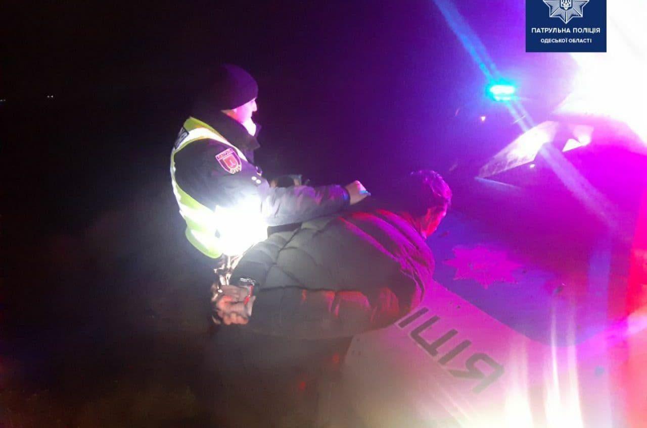 Ночью патрульные устроили погоню за угонщиком авто (фото) «фото»