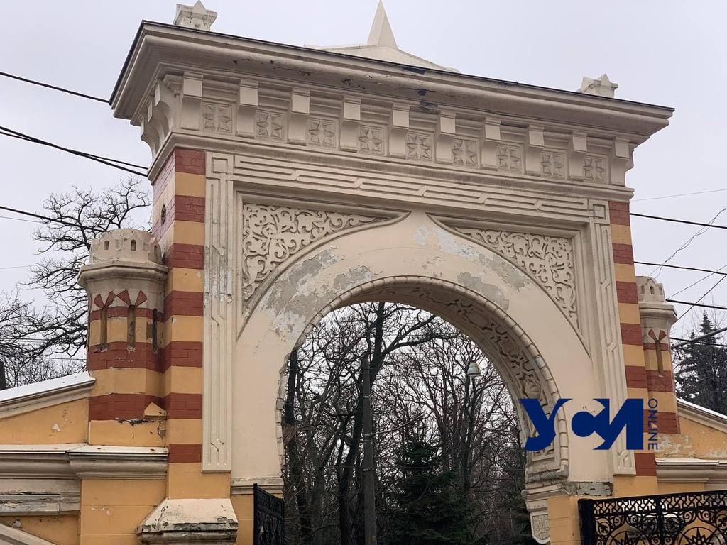 Исчезающая Одесса: как разрушается столетняя Мавританская арка на Французском бульваре (фото) «фото»