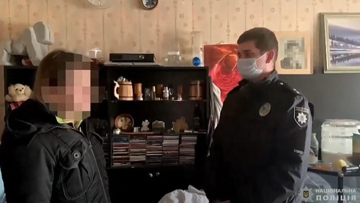 Семейная пьянка на поселке Котовского чуть не закончилась убийством (видео) «фото»