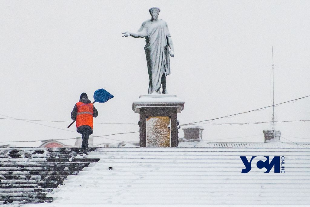 На Одессу обрушился снегопад: стихия парализовала город (фото) «фото»