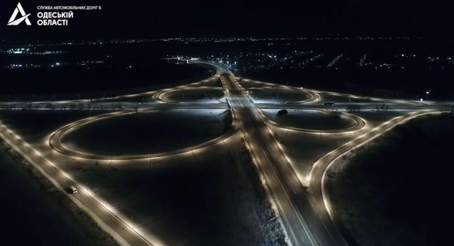 Впервые за 10 лет: Клеверный мост получил освещение (видео) «фото»