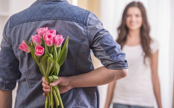 Украл цветы для девушки: в Одессе подросток едва не попал в тюрьму «фото»