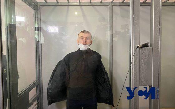 Обвиняемый в убийстве Даши Лукьяненко порезал себе в суде горло (видео) Обновляется «фото»