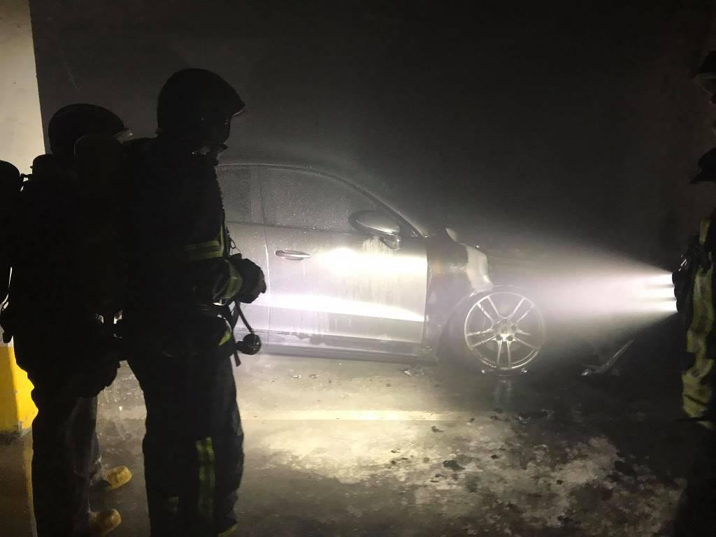 На Литературной в паркинге сгорела иномарка (фото) «фото»