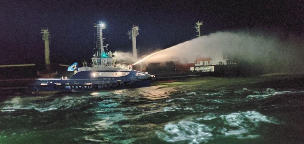 В Черном море у острова Березань загорелось судно с зерном (фото, видео) «фото»