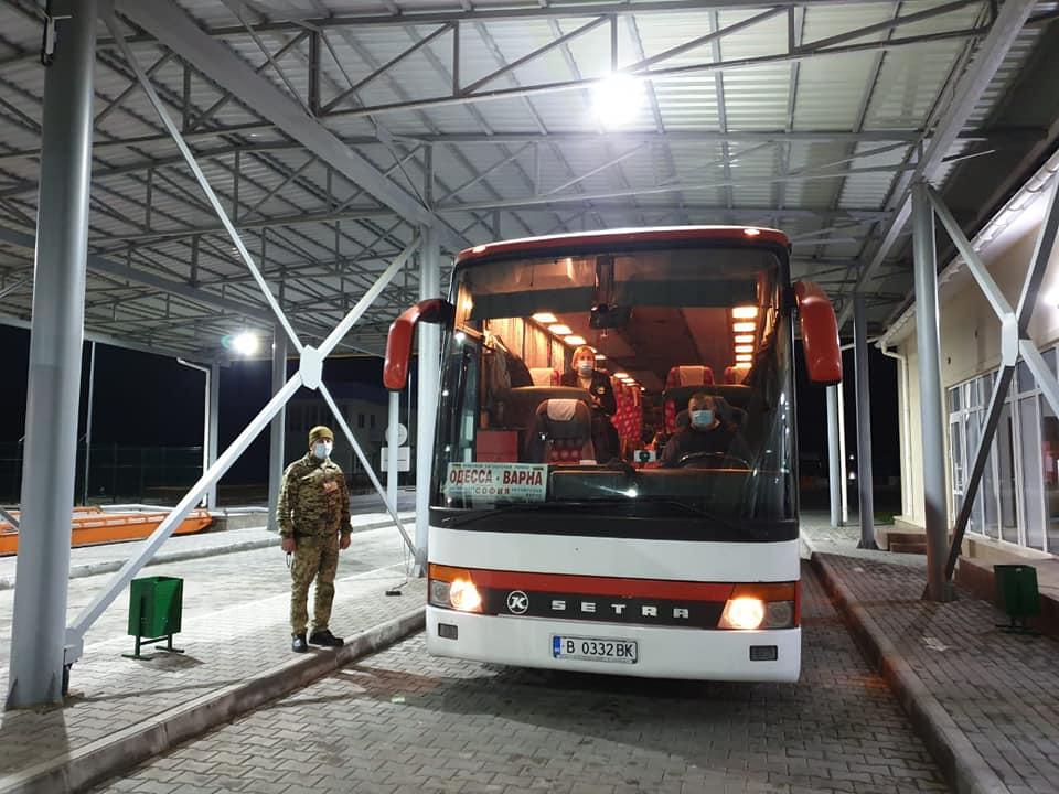 Паром Орловка-Исакча начал переправку автобусов в Румынию и принял первую Tesla (фото) «фото»