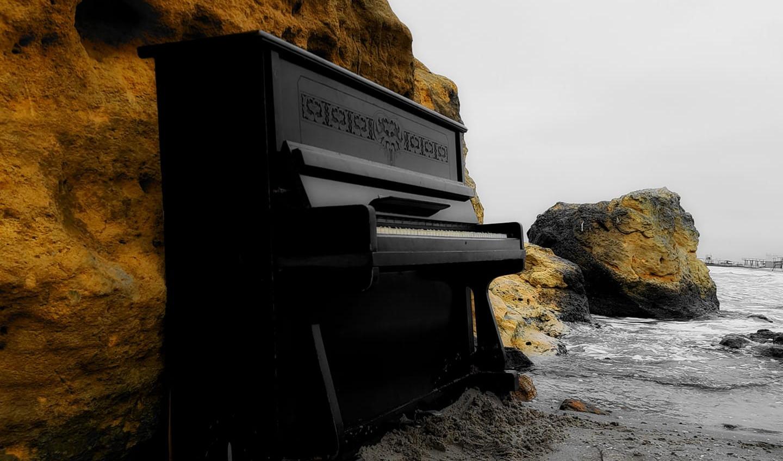 На пляже Отрада у Желтого камня установили пианино «фото»