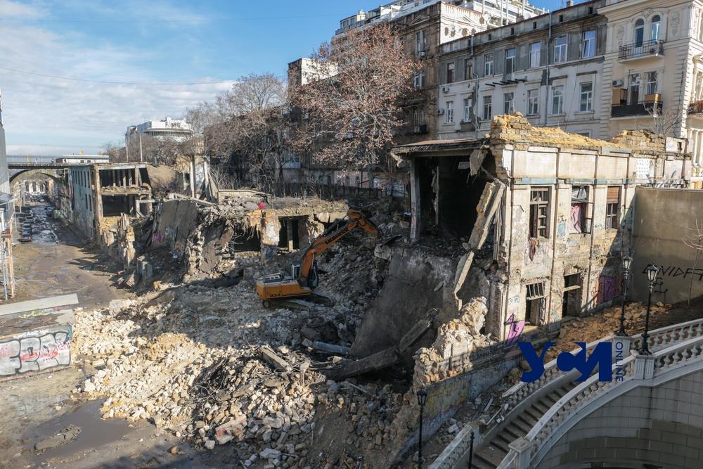 На Деволановском спуске разбирают рухнувшее здание (фото, видео) Обновлено «фото»