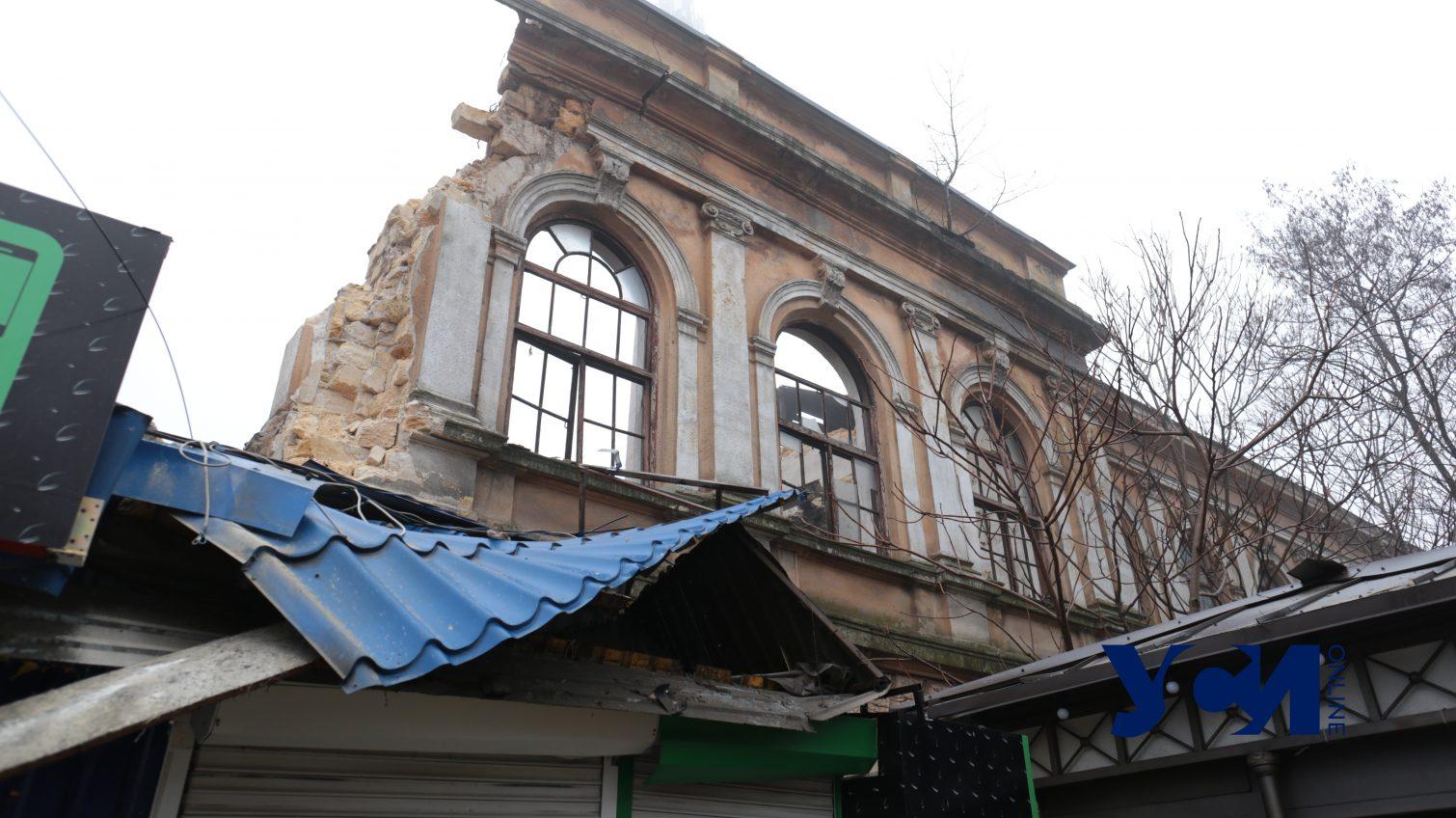 Ночью в центре Одессы рухнула стена и крыша завода мороженого (фото) «фото»