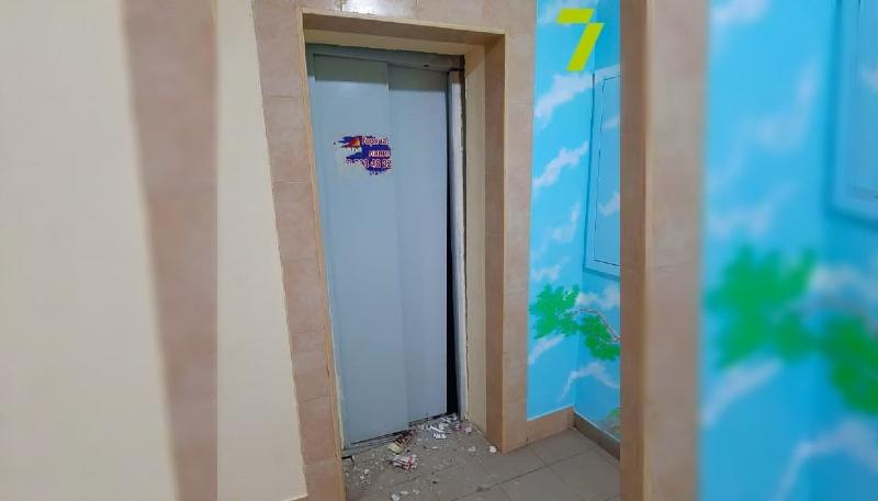 В ЖК «Радужный» рухнул лифт с пассажирами (фото) «фото»