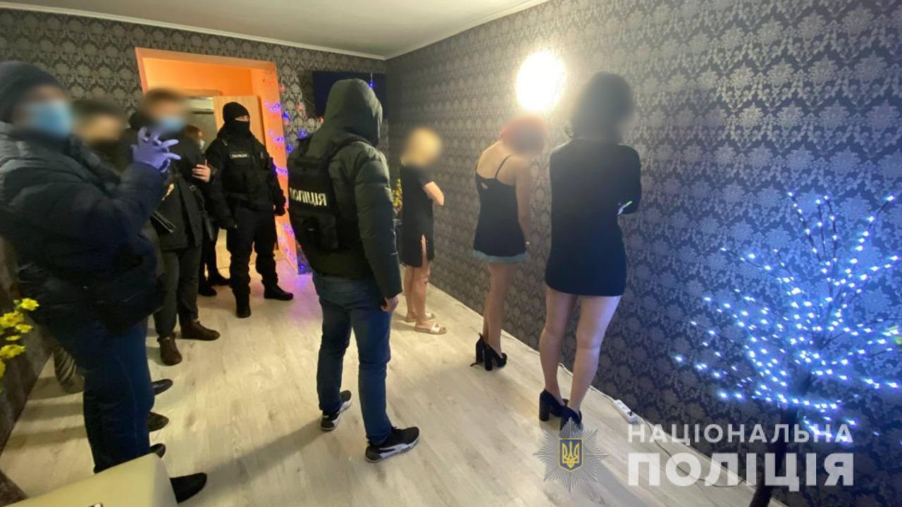 В центре Одессы копы эффектно закрыли бордель (фото, видео) «фото»