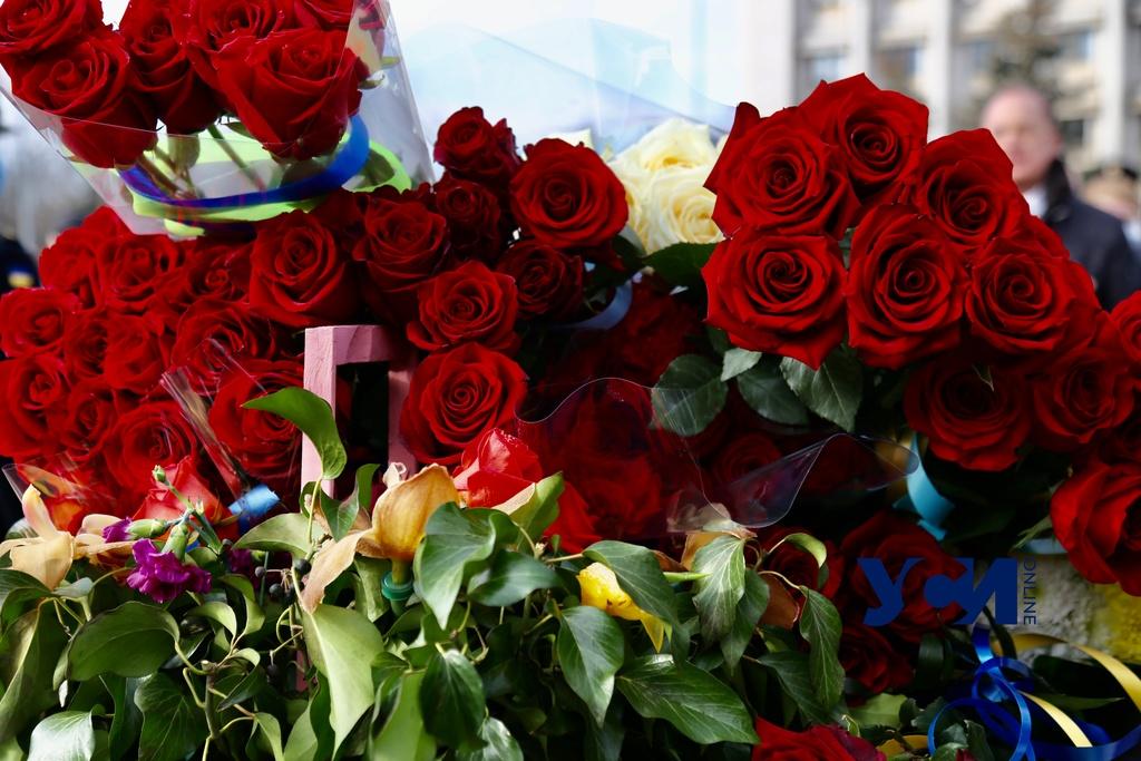 Одесская мэрия потратит еще 30 тысяч на цветы «фото»