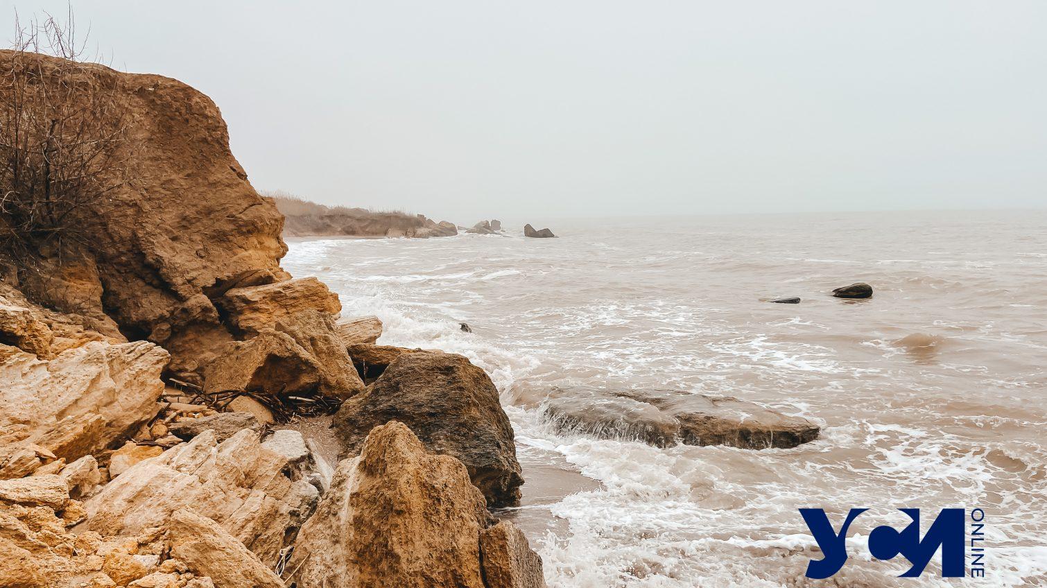 Туман на диких пляжах Фонтанки: безлюдное побережье под Одессой (фото) «фото»