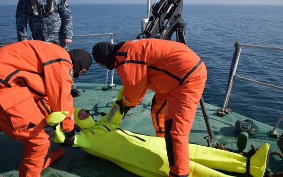 В Одессе будущих морских пограничников учили спасать людей (фото, видео) «фото»