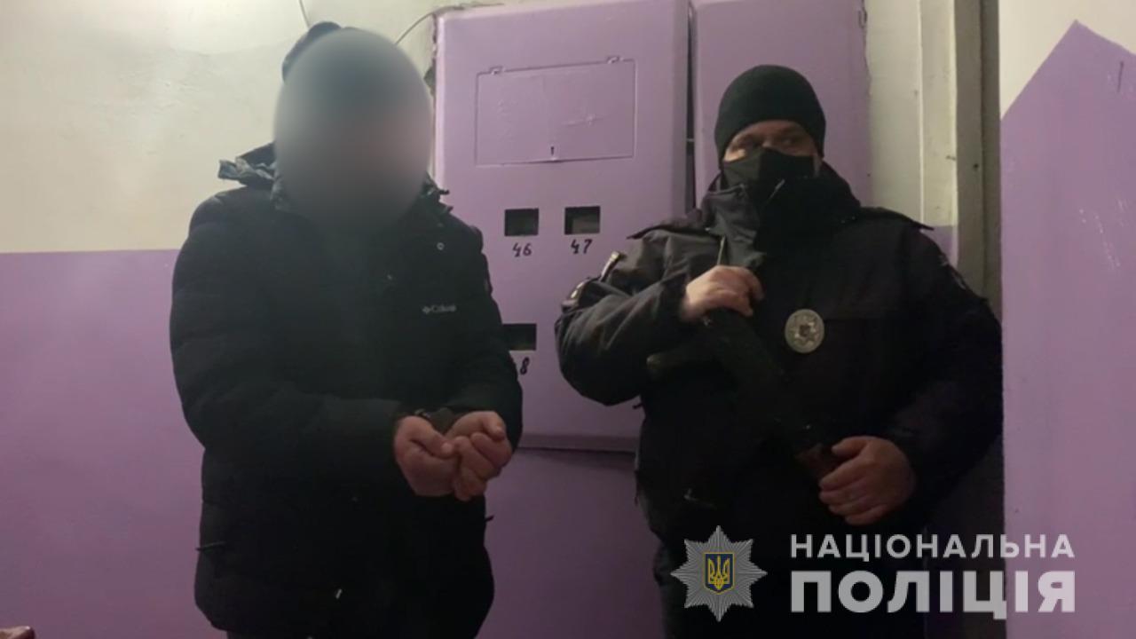 Выгнал жену на мороз и ранил полицейского: жителю Одесского района «светит» срок (фото, видео) «фото»