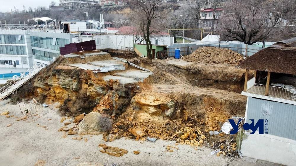 В Аркадии рухнул склон, на котором шла незаконная стройка (фото, аэросъемка) Обновлено «фото»