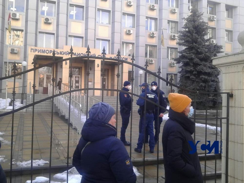 Из Приморского суда эвакуируют людей: отложены заседания по громким делам (фото) Обновлено «фото»