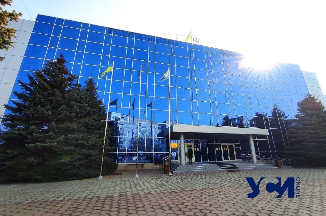 В Черноморске сорвалась сессия горсовета – часть депутатов не явились (фото) «фото»