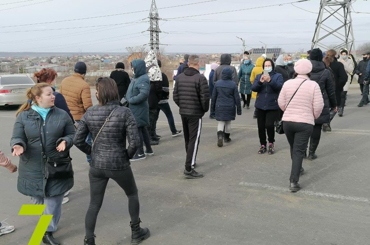 Под Одессой перекрыли Объездную дорогу: люди требуют выборов (фото) «фото»